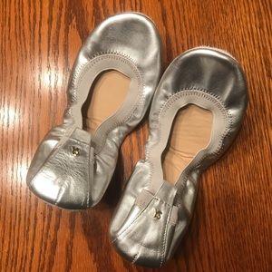 Women's Yosi Samra Silver Leather Flats Size 8